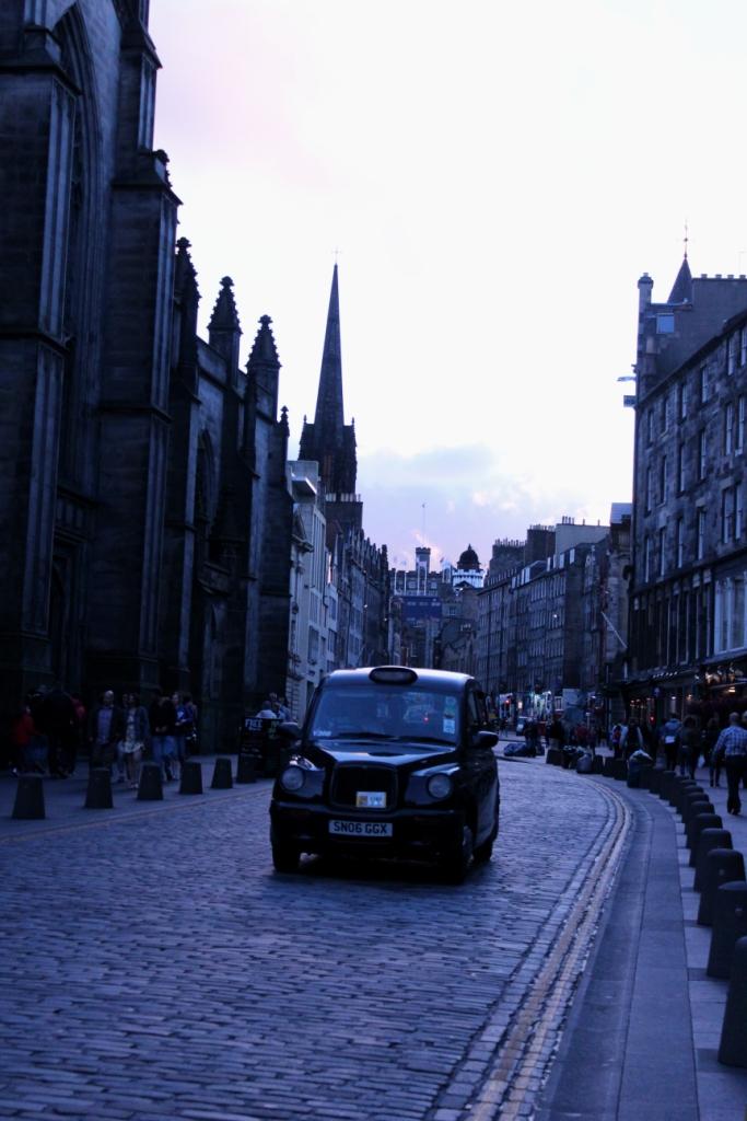 Edinburgh Taxi Royal Mile