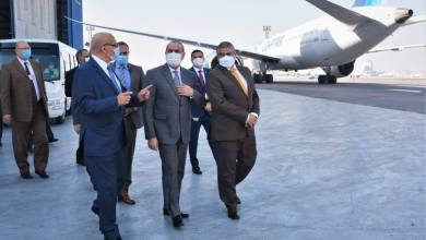 صورة وزير الطيران المدنى يتفقد أتوبيسات نقل الركاب الجديدة بمصر للطيران للخدمات الأرضية