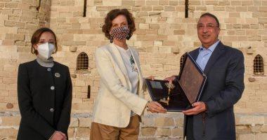 صورة وزير السياحة ومدير اليونسكو ومحافظ الإسكندرية يزورون الأماكن الأثرية بالمحافظة