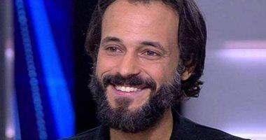 """صورة يوسف الشريف داخل مصنع بحلوان بسبب """"كوفيد 25"""""""