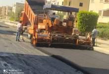 صورة استكمال رفع كفاءات الاسفلت بمدينة العبور