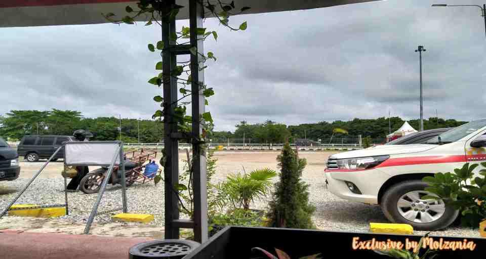 Suasana Pemandangan Rest Area Tol Palindra