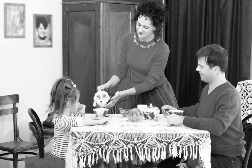 houten tafel gezin momambition