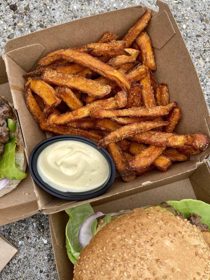 Momambition.nl Zoete aardappel friet THE burger company groningen