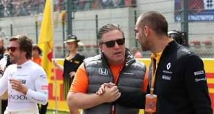 Zak Brown y Cyril Abiteboul antes de la salida del GP de Bélgica 2017
