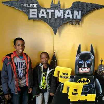 "The LEGO Batman Movie 2017 Theme Is ""Be the Family"""