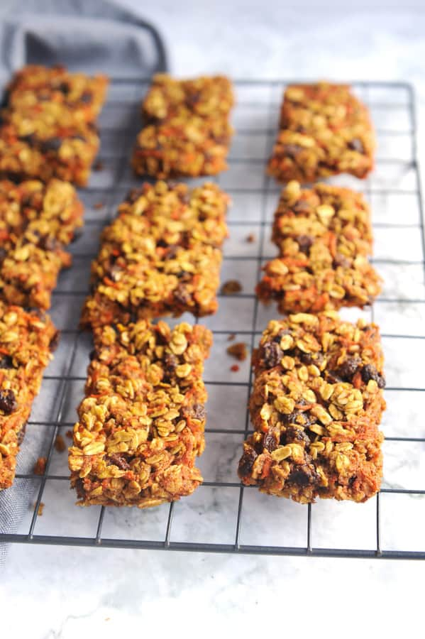 Looking for the perfect EASY breakfast recipe that is lower in sugar? healthy Lifestyle Blogger Momma Fit lyndsey is sharing a simple breakfast cookie recipe that has no refined sugar