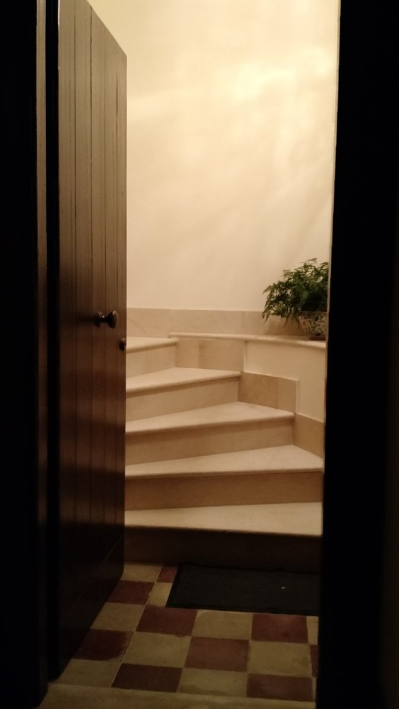 The view  of the entry way.