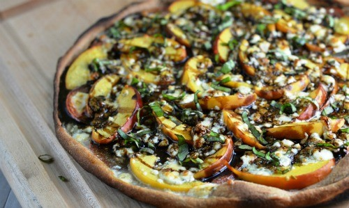 summer-peach-heirloom-tomato-pizza
