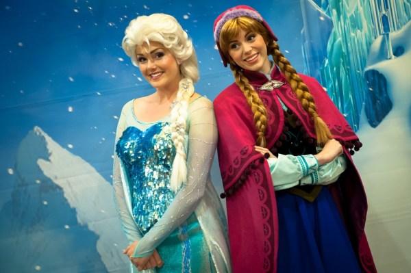 Disney FROZEN Princesses Anna and Elsa, Disneyland