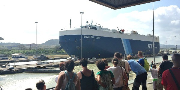 Panama, Giant vessel ship comes thorugh the Panama Canal, mommyGAGA