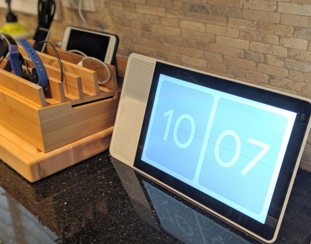what can the lenovo smart display google assistant do?