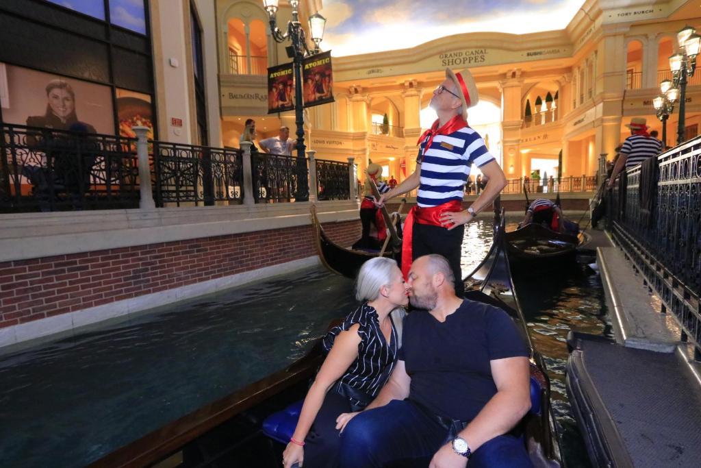 the-venetian-gondola