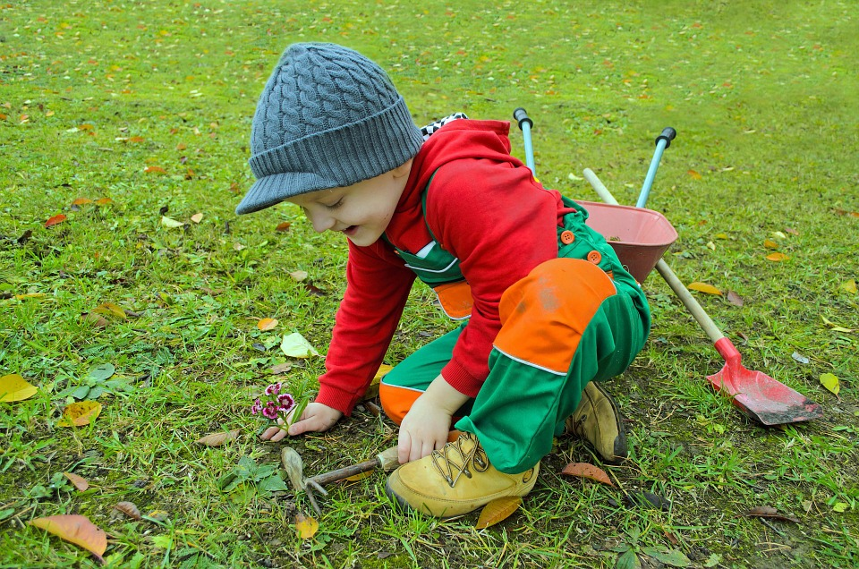 Winter forces everyone to stay indoors, meaning that kids can only play indoors. When summer comes, however, they can't wait to go out to play. Gardening is one of the best ways for kids to have fun and be productive. Here are some 10 fun gardening activities for kids. #gardening #kids #kidsgarden #fun #development #parentingtip