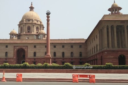 Visiting Rashtrapati Bhavan or The President's house is a moment of pride and honor. And well, you have that privilege if you're visiting Delhi. Here is a complete guide to visit Rashtrapati Bhavan in Delhi #RashtrapatiBhavan #Delhi #sodelhi #presidenthouse #british #India #placestosee #mustsee #museum