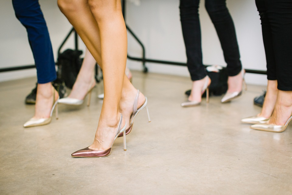 How to select Ladies shoes to style with different outfits?