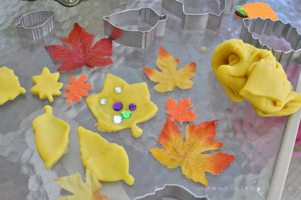 Thanksgiving Play Dough Leaves