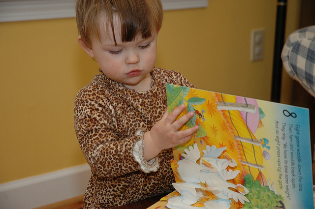 How Do I Keep My Toddler Busy on a Trip? 14 Ideas for the Toddler Quiet Bag