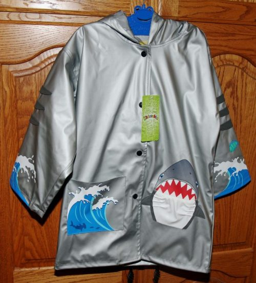 kidorable-shark-raincoat-1