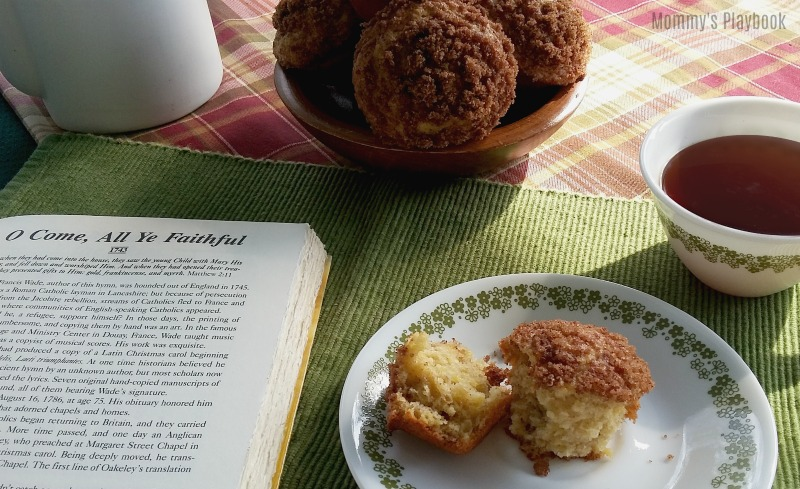 Deliciously Sweet Banana Muffins with Cinnamon Streusel Topping