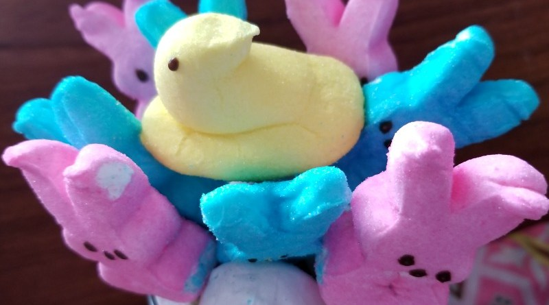 Easy DIY Easter PEEPS Bouquet #EasterSweetsandTreats #Easter #Peeps #EasterPeeps