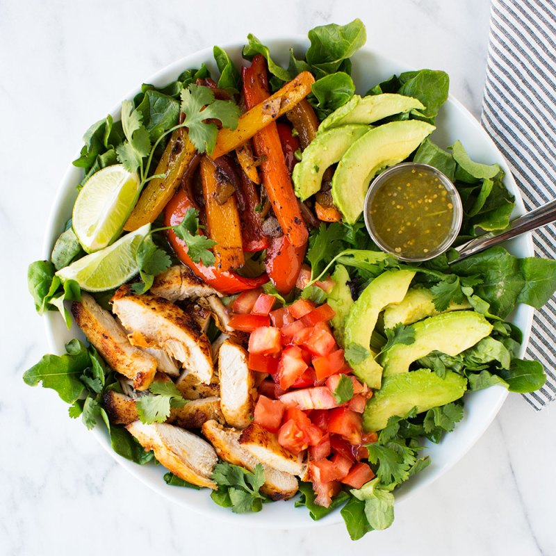 Easy Fajita Salad Recipe by I Heart Naptime #RecipeRoundup #Salads #iHeartNaptime