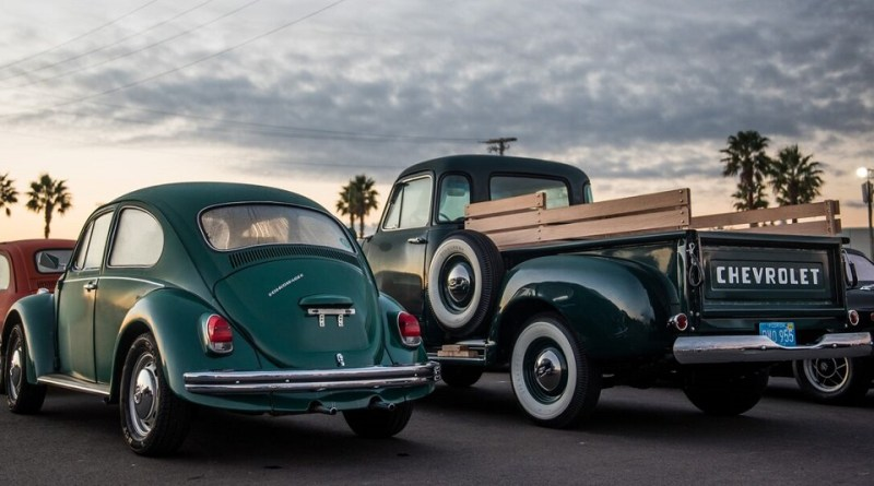 The Daytona Turkey Run is open to the public and features more than 6,000 vintage, classic and custom, muscle cars, race cars and trucks on display and for sale #Thanksgiving #TurkeyRodRun