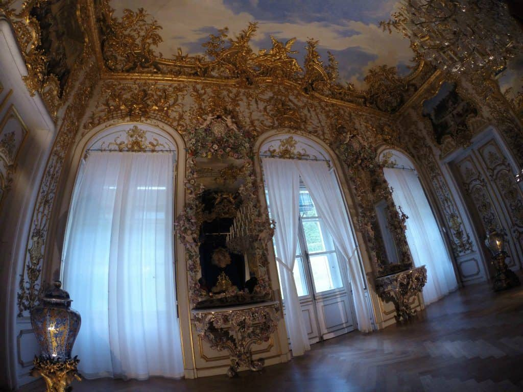 The kings bedroom at Linderhof