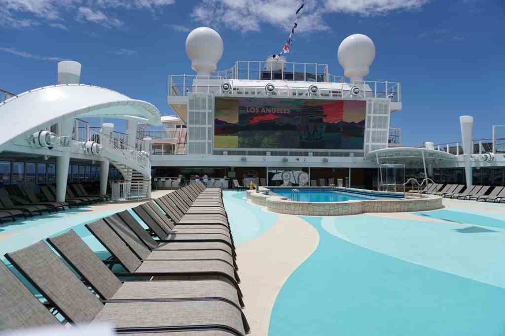 Norwegian Bliss pool deck