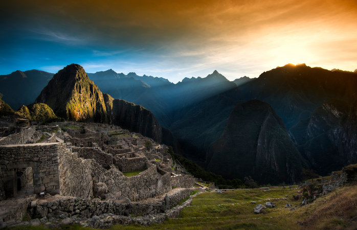 Viagem para Machu Picchu - Sol nascendo nas montanhas