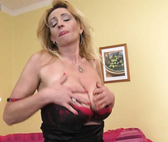 Hot Granny Sticks Dildo Up Her Hairy Pussy