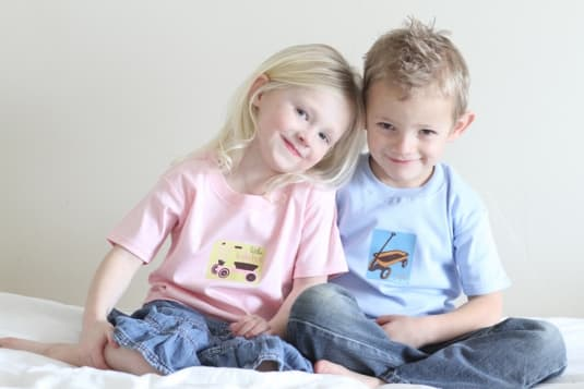 Dylbug: Cute Personalized Plates for Kids - MomTrends