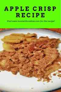 Apple Crisp Recipe With Oats - www.momwithcookies.com #appledessert #applecrisp #recipe #applecrisprecipe