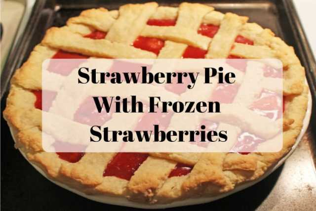 Strawberry Pie With Frozen Strawberries - www.momwithcookies.com #strawberrypie #strawberrypierecipe