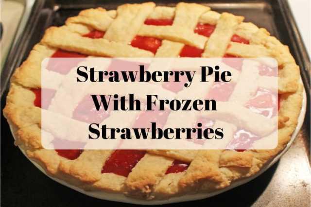 Strawberry Pie With Frozen Strawberries - www.momwithcookies.com #strawberrypie #strawberrypierecipe