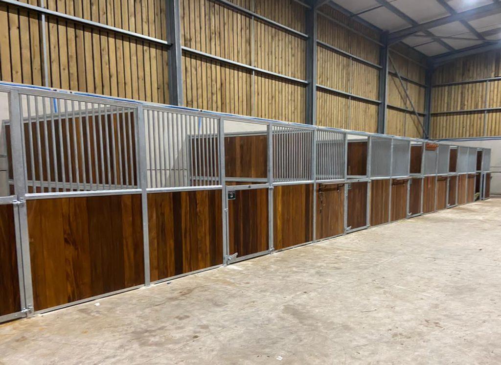 Imperial_Hardwood_Bottom Swinging Doors_Upper Grille Division_Rug Rail