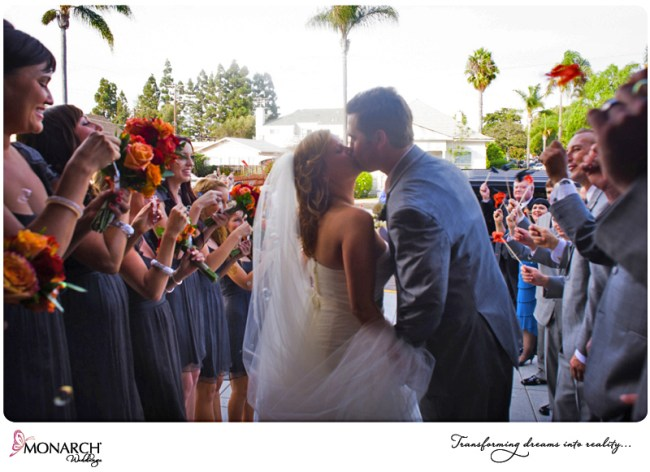 orange-gray-wedding-exiting-the-church-kiss-with-bubbles-and-pom-poms