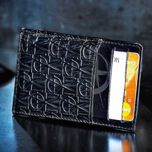 Monarchy London, Luxury Leather Goods for Stylish Gentlemen. Men's leather luxury cardholder.