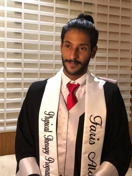 الدقسي يحتفل بتخرج ابنه فارس