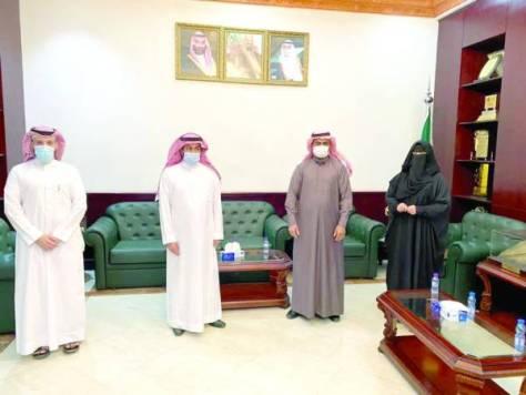 محافظ القريات يستقبل أعضاء اللجنة الثقافية