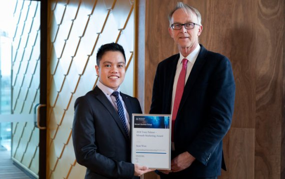 Sean Woo receiving the 2018 Tony Palmer Award from Harmen Oppewal, Head of the Department of Marketing at Monash Business School