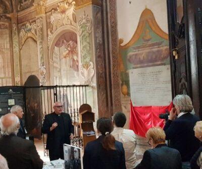 Discorso del parroco di San Salvatore don Franco Tassone davanti alla lapide restaurata dei re longobardi