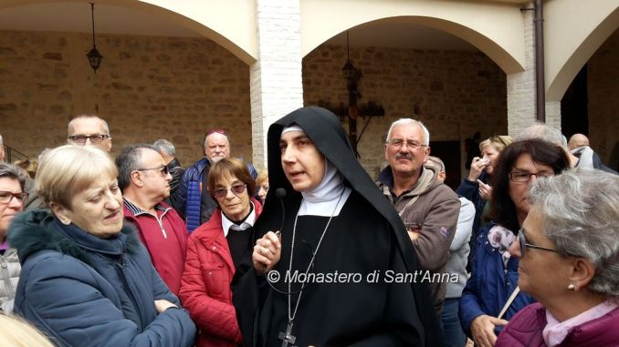 Da Ancona in camper in visita al Monastero di Sant'Anna. Sono orgogliose di appartenere a questo che è il più antico ordine monastico della storia