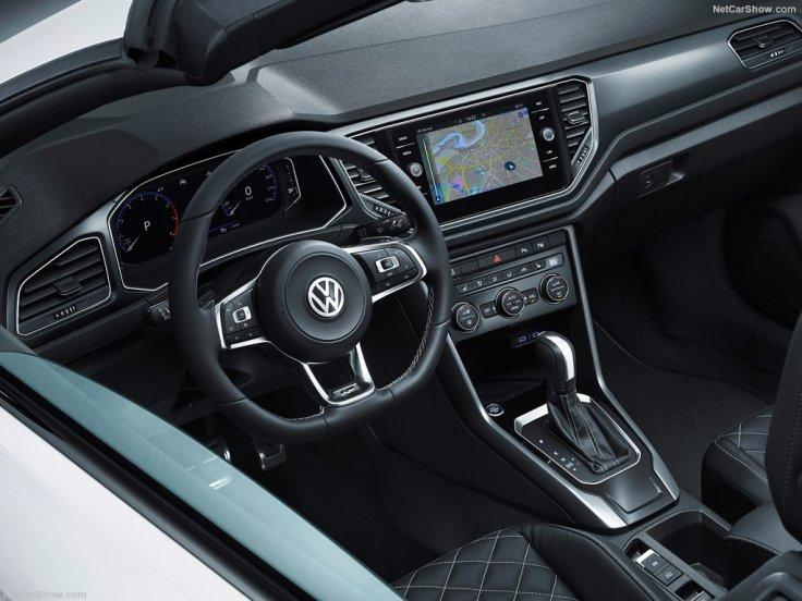 au volant Volkswagen T-Roc Cabriolet 2020