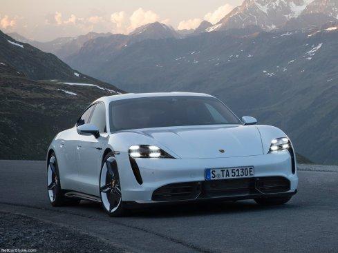 Porsche Taycan 2020 sur route