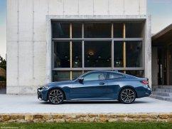 BMW M4 coupé 2021 de profile