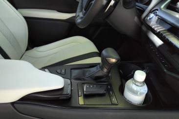 Lexus UX 250h 2WD F SPORT Executive console centrale