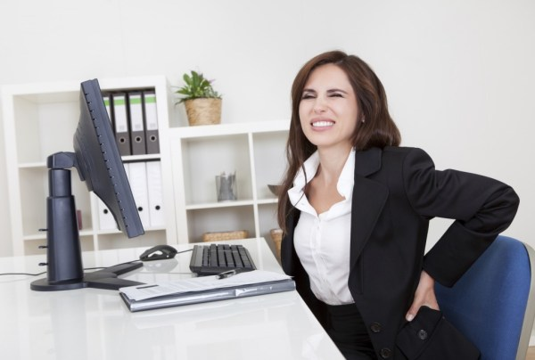 mal de dos entreprise au bureau
