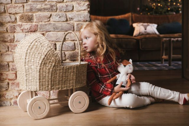 Berceau de poupée - collection jeux en bois VertBaudet 2019