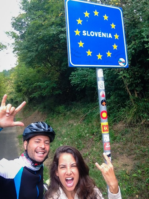 Tiago and Fernanda from Monday Feelings crossing the border between Italy and Slovenia by bike